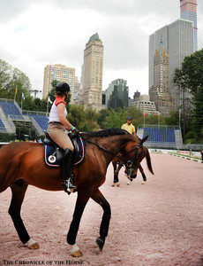 Isabell und Ernie vor der Skyline von New York Fotograf: Kat Netzler/The Chronicle of the Horse